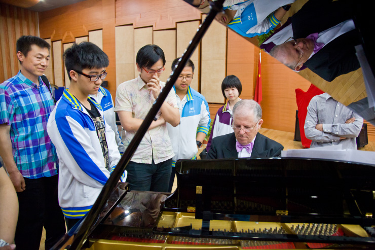 Gabriele Di Toma holding a piano workshop in China